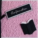 Konfirmationskort i storleken 10x10 centimeter i färgerna svart och rosa.