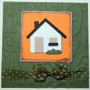 Kort i 10x10 centimeter. Nytt hem med hus i färgerna grönt och orange.