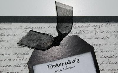 Tänker på dig - Närbild på etiketten (tagen) med organzaband