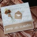 Bröllopskort till Anna och Claudio. Framsidan av kortet. Kortet är i storleken 15x15 centimeter.