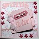 Grattiskort till Alice 2 år - framsidan av kortet