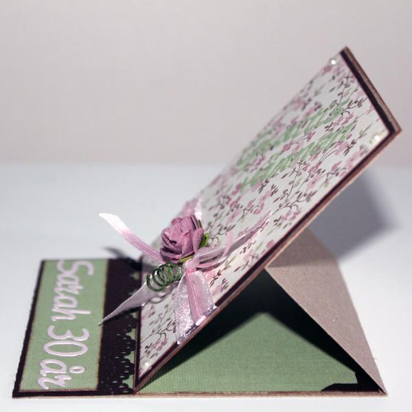 Grattiskort Sarah 30 år - kortet stående från sidan