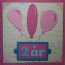 Grattiskort till Stella 2 år. Framsidan av kortet. Kortet är i storleken 15x15 centimeter.