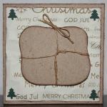 Julkort knöggligt papper med paket och granar