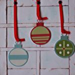 Julkort - kulor i fönster